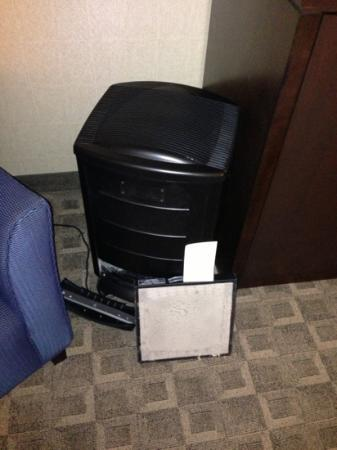 Hyatt Regency Louisville: air filter