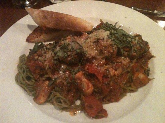 Stone Pipe Grill: Spinach pasta & Lamb meatballs