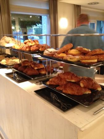 Hotel Ariane: Just a part of the offer at breakfast!