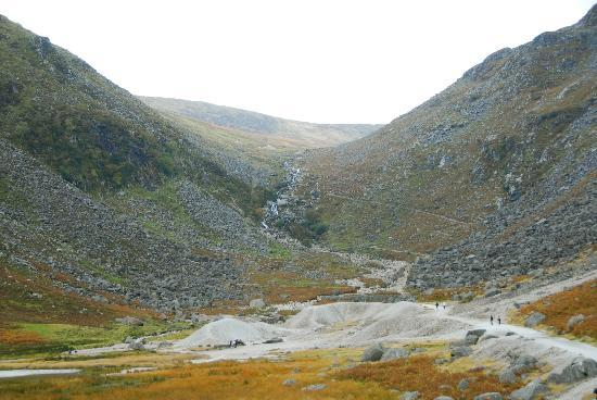 Wicklow Mountains National Park: the way uphill - an altitude of 600 meters