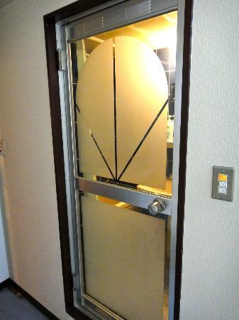 New World Hotel: 風呂の入口扉