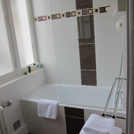 Inter-Hotel Manche Ocean : Bathroom