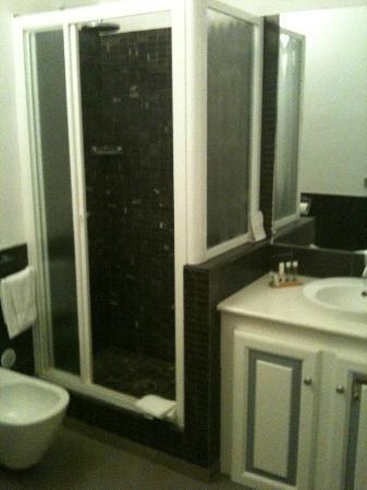 Villa Lieta: shower