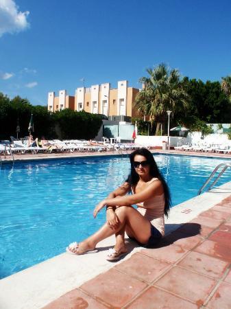 azuLine Apartamentos Sunshine : By the pool