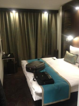 chambre moderne - Picture of Motel One Koln-Waidmarkt ...