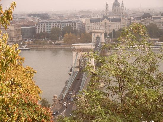Szechenyi Chain Bridge: bridge-view from Buda