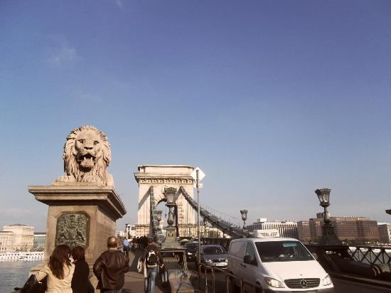 Szechenyi Chain Bridge: bridge