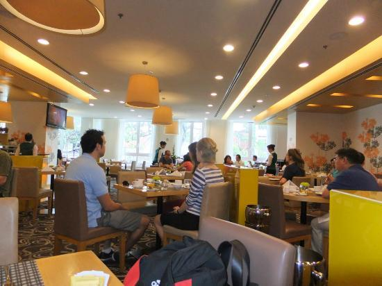 Liberty Central Saigon Centre Hotel: Breakfast Restaurant