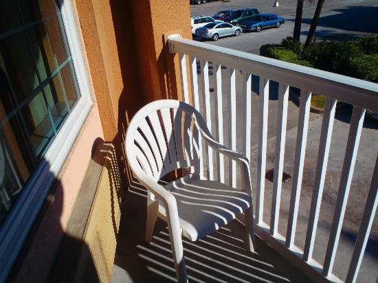 Quality Inn & Suites Beachfront: You must sit here to try to see the Gulf