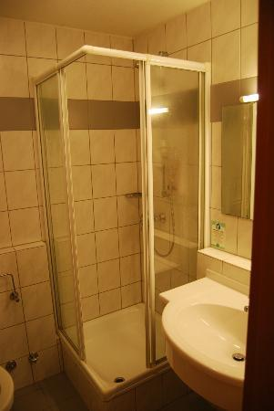 Hotel Residenz Pforzheim: The bathroom