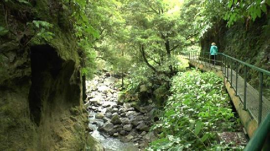 Salto do Cabrito: Wandern auf der Rohrleitung
