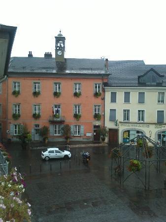 Hôtel De La Mairie : Vue de la chambre sur la mairie