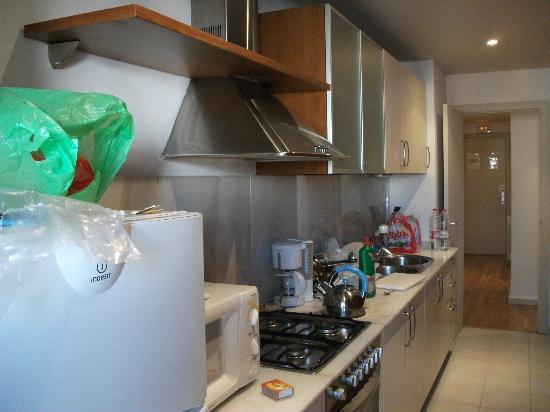 MH Apartments Ramblas: Kitchen