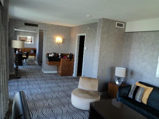 King Corner Suite Wohn Und Arbeitsberecih Bild Von Hilton Berlin