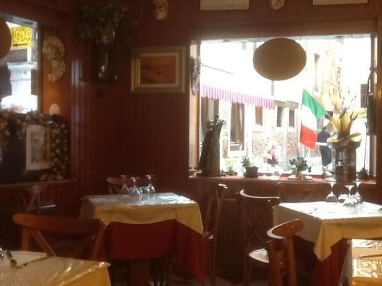 Trattoria Ca' Foscari Al Canton: Very cozy and friendly atmosphere!