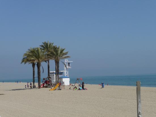 Apartamentos El Minarete: local beach