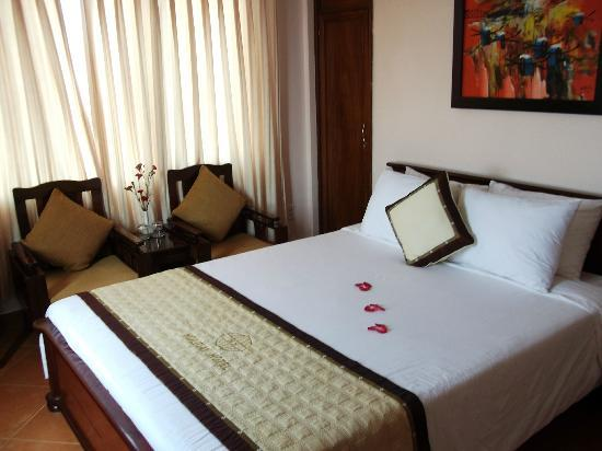 Holiday Diamond Hotel: Best quality sheets of all hotels we stayed at in Vietnam