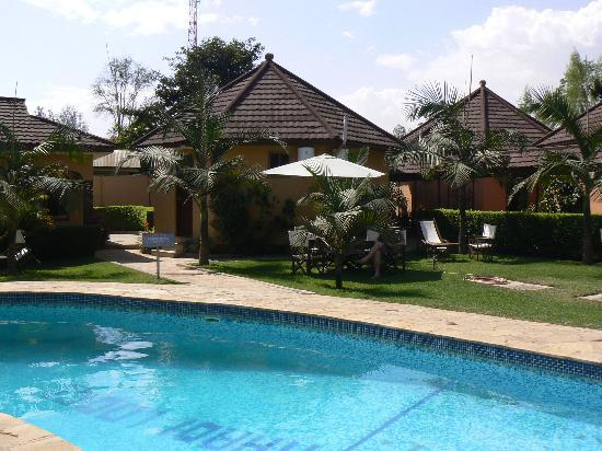 Ahadi Lodge: The pool