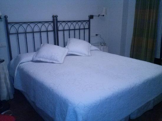 El Palacio de Monfarracinos: cama matrimonio