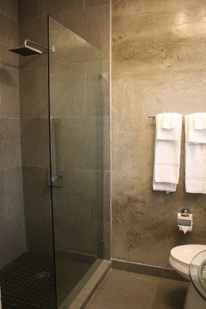 M Boutique Hotel: big rainshower