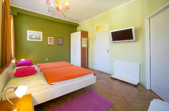 "Camera Felice: ""Green Room"" double bed layout"