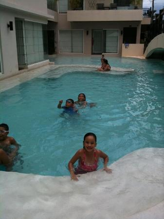 Two Seasons Boracay Resort: kid friendly pool