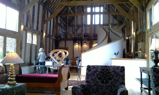The Barn at Roundhurst: Lovely comfy lounge area with dining one end