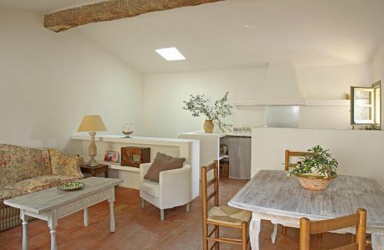 Salón/Cocina/Comedor casa El Pati - Picture of Can Bassa ...