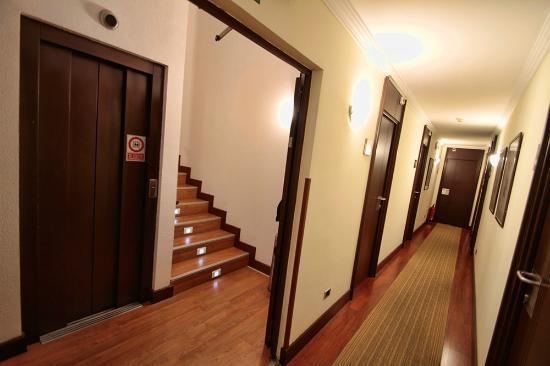 Yoldi Hotel: Detalle pasillo cuarta planta, la habitación 402 es la 2a puerta a la izquierda
