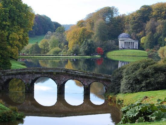 ‪‪Stourhead House and Garden‬: View across the lake to the Pantheon