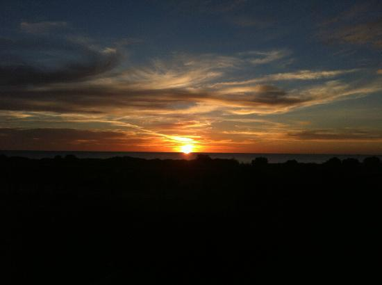 Discovery Parks - Adelaide Beachfront: Sunset from the Beachhouse