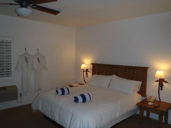 Alcazar Palm Springs : Corner pool suite