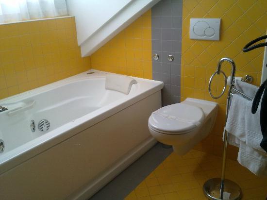 Hotel Medil Campitello: Ванная