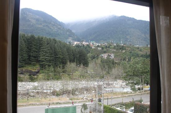 Rock Manali Hotel & Spa: View from room