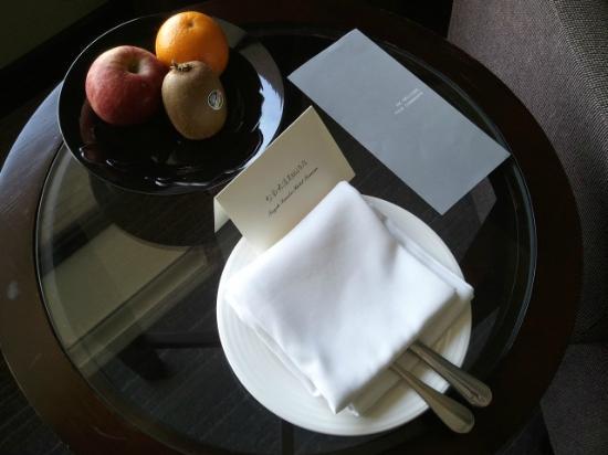 Tayih Landis Hotel Tainan : fruit in room