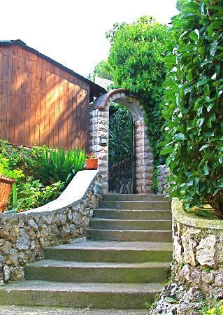 مونتي سولارو: The entrance. 