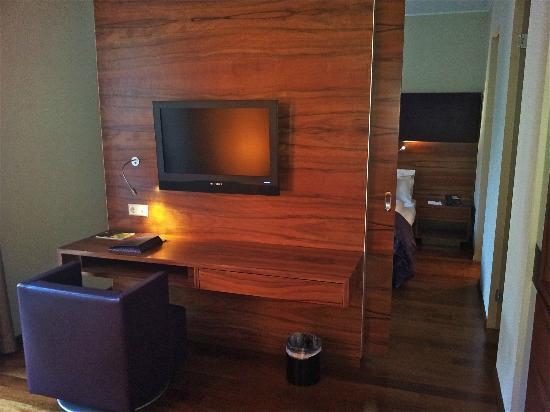 Pakat Suites Hotel: Salon agréable donnant sur le balcon