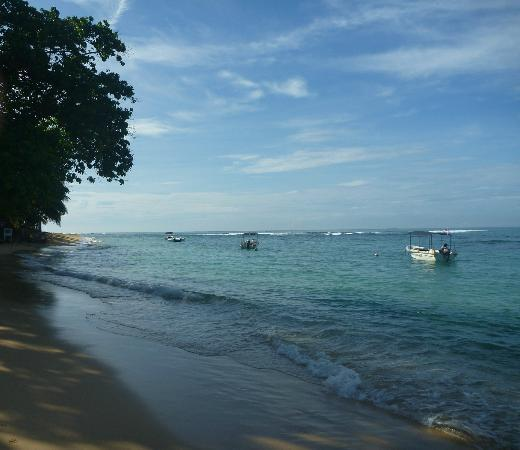 Unawatuna, Sri Lanka: The beach one way