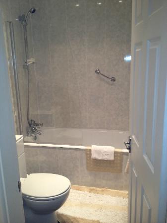 Estuary Lodge: Bathroom