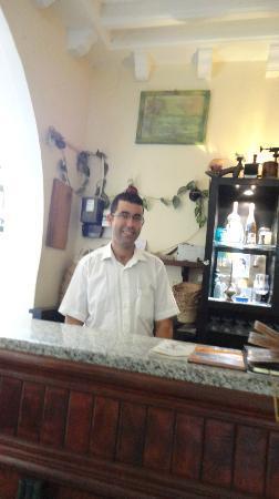 Restaurant Essofra: le fils en salle