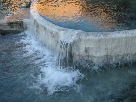 Pah Tempe Hot Springs: Wonderful pool overlooking river