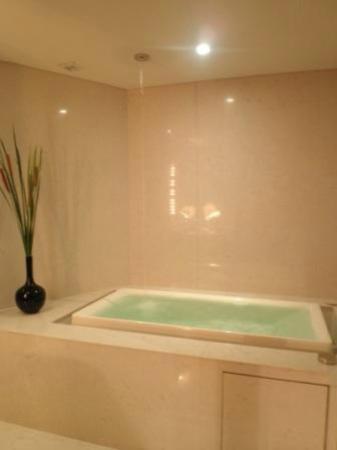 โรงแรมมาดูซิ: 天井から落ちるお湯