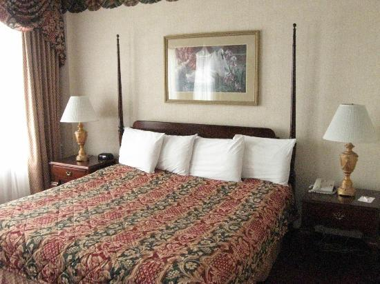 Hotel Utica: King Room