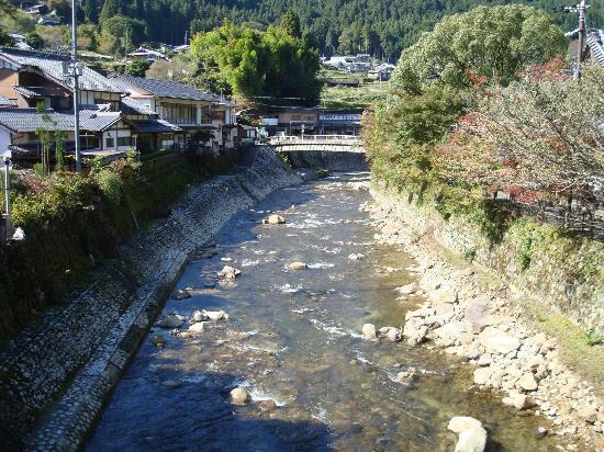 Uda, Japan: 表門前の太鼓橋より