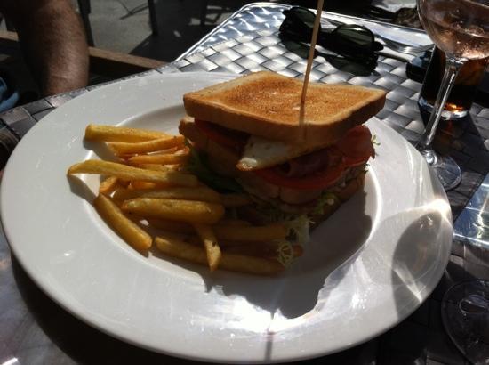 GR221: club sandwich