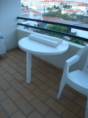 Ourahotel Aparthotel: table that just fell apart!