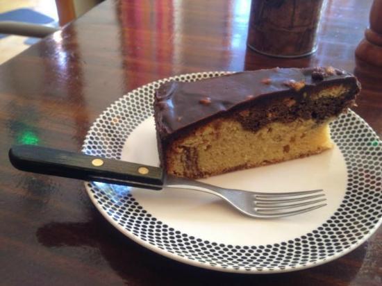 El Living: Chocolate peanut butter cake