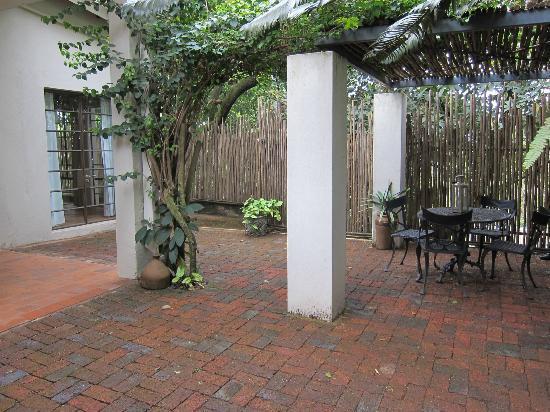 Kings Walden Garden Manor: Patio area of room 4