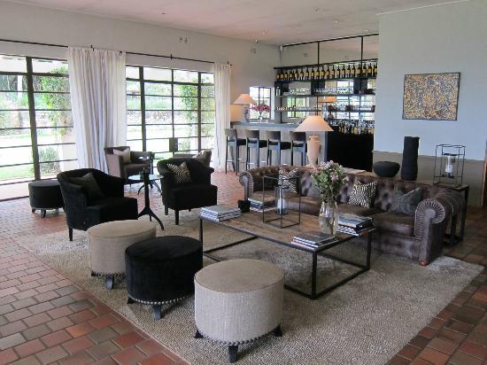 Kings Walden Garden Manor: Lounge/Bar area 
