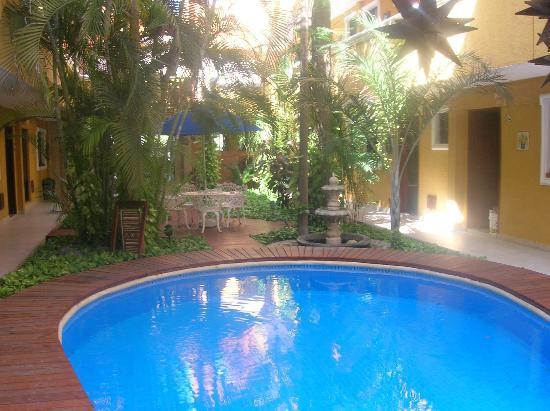 Hotel Las Golondrinas: Piscina